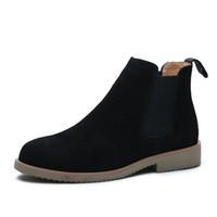 spitzen zehenstiefel für männer großhandel-Die Stiefel der neuen Ankunftsmänner gleiten auf den Schuhen des echten Leders spitzen Zehenstiefeletten-bequemen kurzen Beuten, die botas Mann bearbeiten