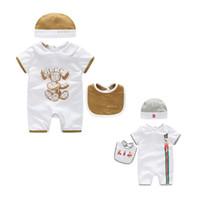 mamelucos chicas venta al por mayor-Ventas CALIENTES 3 Unids / set Baby Girls Ropa de marca Mamelucos para niños + sombrero + Babero Algodón Ropa para bebés Conjuntos de ropa para bebés recién nacidos