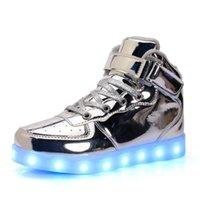 ingrosso ragazzi illuminano scarpe ragazza-Ragazzi Primavera Autunno Scarpe AdultKids Boy e Girl's High Top LED Light Up Scarpe Incandescente Sneakers Luminoso Sole Sneakers per Ragazzi Scarpe per bambini