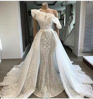 um vestido de casamento varredura de ombro venda por atacado-Um Ombro Overskirts Vestidos de Casamento 2019 3D Apliques Ruffles Lace Vestido de Noiva Plus Size Sweep Trem Lindo País Vestidos de Noiva