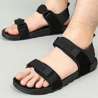 zapatos vietnamitas al por mayor-Sandalias de hombre zapatos de verano sandalias de playa planas hombres zapatos negros casuales tamaño vietnamita 35-44