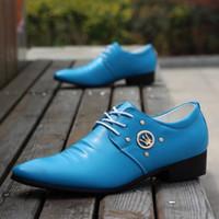 ingrosso capelli gialli coreano-Le scarpe da uomo maschili svuotano la versione coreana delle scarpe da lavoro da uomo d'affari a punta delle scarpe casual bianche gialle blu per capelli