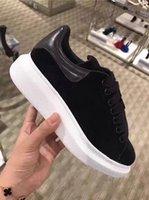 marka yeni sıcak spor ayakkabılar toptan satış-Yeni Sıcak Marka Tasarımcı rahat ayakkabı erkekler Kadınlar Moda Deri Düşük En Sneakers Eğitmenler Womens Siyah Kadife Glitter Beyaz Elbise Ayakkabı
