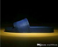novos homens moda chinelos venda por atacado-2019 chegam novas homem Moda e Mulheres listrado sandálias Medusa Scuffs causal antiderrapante verão Branco chinelo aleta Unisex-flops slipper 38-46