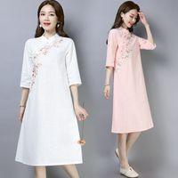 ingrosso abiti da sposa in biancheria bianca-2019 donne cinesi fiore bianco matrimonio qipao collo alla coreana vintage cheongsam di cotone e lino più abito da sera mezza manica