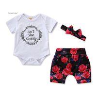 bebé niñas flor diadema tres al por mayor-Baby Girl Jumpsuit Suit Infant Girl Letters Romper Tops Niños Pantalones cortos elásticos de flores para niñas pequeñas con arco Diadema Traje de tres piezas 6M-3T