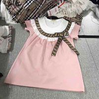 tabliers robes achat en gros de-Très populaire Boutique de filles Vêtements Tablier à manches à volants Robes de filles avec Bow lettre Imprimer Preppy robe de marque pour enfants
