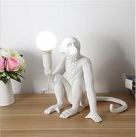 einfache schwarze kronleuchter großhandel-Moderne schwarze Affenkronleuchter Hanfseil Pendelleuchte Mode Einfache Kunst Nordische Nachbildungen Harz Seletti Hängende Affenlampe
