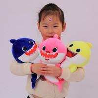 vidéo d'éclairage led achat en gros de-LED 32 cm allument bébé requin jouets en peluche avec musique chanter la chanson anglaise bande dessinée en peluche charmant animal douce musique poupées requin jouet C11