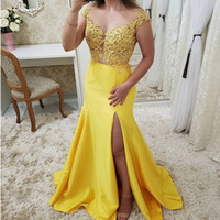 fenda de vestido de sereia amarela venda por atacado-Sexy Amarelo Com Decote Em V Lado Fenda Longos Vestidos de Noite 2019 Elegante Beading Rendas Apliques de Sereia Vestidos de Noite Vestidos De Gala