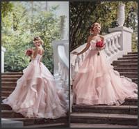 faixa de noiva mais tamanho venda por atacado-2019 Romântico Blush vestido de Baile Vestidos de Casamento Ruffles Organza Beads Lace Querida Pescoço Sash Country Ao Ar Livre Vestidos de Noiva Do Casamento Plus Size