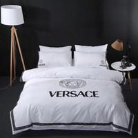 kral yatak takımları toptan satış-Üst Nakış V Mektup Beyaz Tanrıça Yatak Örtüsü Pamuk Lüks Dovet Set 4 ADET Moda Renkli Yüksek Kaliteli Yatak Malzemeleri
