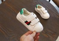 chaussures en daim coréen achat en gros de-Automne BEE Nouvelle fille baskets Korean Leisure Lace Garçon Chaussures de course Basse aide Escalade Chaussures de sport fond souple blanc noir 21-25