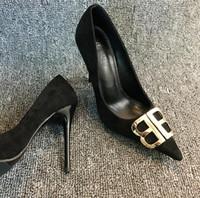 saltos de boca apontados venda por atacado-Com caixa de luxo Sexy Mulheres Camurça partido sapatos de casamento carta Fivela boca rasa apontou moda sapatos de salto alto vestido