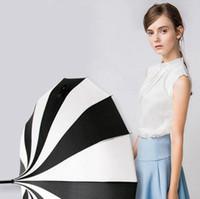 paraguas de fotografia al por mayor-Mujeres blanco y negro raya paraguas creativo fotografía de la boda a prueba de viento lluvia mango largo paraguas envío gratis