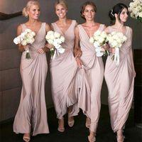 vestidos de novia sirena rubor al por mayor-2020 Generous Blush Pink Mermaid Vestidos de dama de honor largos baratos Cuello en V Sirena acanalada Dama de honor Vestido de invitados de boda Vestidos de fiesta