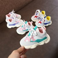 zapatillas deportivas chicas al por mayor-Los zapatos corrientes de 2018 del otoño del bebé de la muchacha del niño del muchacho infantil Casual inferior suave cómodo color de costura niños zapatilla de deporte