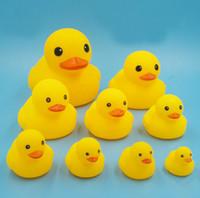 bebek duş ördek iyilikleri toptan satış-Yüksek kalite ile Mini banyo Kauçuk Ördek ses Duckie Bebek Duş Su Doğum Günü Çocuk için Yüzme ördek Plaj Hediye Şekeri