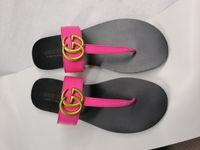 sandalias beige para mujer al por mayor-Tanga de cuero Sandalias de mujer de lujo Desinger Zapatillas de moda Negro Flip flops Marca Zapato Ladie Beige Zapatos Sandalias Aletas CON CAJA