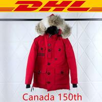 parka chaqueta hombres negro al por mayor-Canada goose De calidad superior Canadá 150 Aniversario Escudo Marca chaqueta abajo Parkas invierno de las mujeres de los hombres del diseñador Rojo Negro Blanco XS-2XL