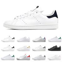 homens moda sapatos brancos venda por atacado-2020 adidas stan smith homens mulheres apartamentos tênis verde triplo preto branco marinho vermelho arco-íris mens moda sapato de couro ao ar livre casual andar