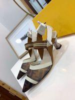 recortes de sapatos venda por atacado-High Heel Sandals Mulheres salto agulha Sapato preto Deslizamento-On Feminino partido Sandals Rivet Luxury Designer com sandálias de Luxo recorte Vamp
