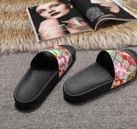 ingrosso top flip flop-sandali in gomma da uomo, spedizione gratuita, top scivoli Estate Luxury Designer Spiaggia coperta piatta sandali G pantofole pantofole infradito con sandalo Spike