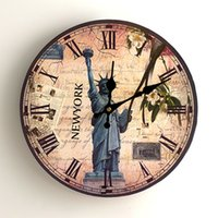 faire des horloges achat en gros de-Main En Bois Horloge Murale À Quartz Statue De La Liberté Rose Fleur Motif Montre Pour La Maison Décoratif Horloges Rondes Pratique 12 5dy BB