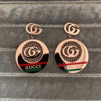 damla küpeleri toptan satış-Abartma Lüks Yüksek Kaliteli Tasarım titanyum çelik gül altın siyah düğün yeşil kırmızı mektubu bırak küpe Kadınlar kız severler takı