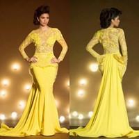 gelbes transparentes langes abschlussballkleid großhandel-Fashion Lace Formale Abendkleider Mit Langen Ärmeln Meerjungfrau Appliziert Sheer Jewel Neck Peplum Abendkleid Gelb Transparent Abendkleider