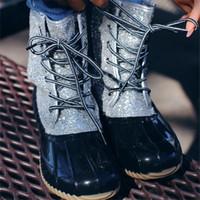 calçados de sapato fortes venda por atacado-Mulher Glitter Botas Pato Deslizamento 2019 novas Adultos moda tornozelo antiderrapante impermeável sapatos respirável Lantejoula Chuva Lace sapatos até botas de chuva