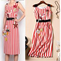 vestidos hasta la rodilla diseños al por mayor-Diseño de marca Vestido de mujer de verano sin mangas de lujo Embroidey Vintage Strip Red Bohemio hasta la rodilla vestidos de fiesta Vestidos NS406