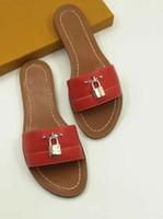 düz sandaletler kadın markaları toptan satış-2019 kilitle deri Tasarımcısı Sandalet kırmızı moda 35-41 kutu ile kadın moda Sandalet At marka bayan moda Toz Torbası Mini terlik düz terlik