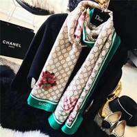 pañuelos rojos lisos al por mayor-Bufanda de seda de lujo para las mujeres Diseñador de verano Logo completo Flor floral verde Bufandas largas Envoltura con etiqueta Mantones 180x70cm