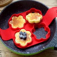 pfannkuchenform blume großhandel-4 Löcher Silikon Nonstick Pancake Maker Eierring Maker Pancake Mold Braten Eiform DIY Quadrat Herz Kreis Blume Küche Werkzeug Geschenk