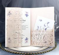 invitaciones de boda tarjetas dobladas al por mayor-Las tarjetas de invitación de boda triples con un sobre cortado con láser ahuecan hacia fuera la fiesta de bolsillo invita a la tarjeta de felicitación de cumpleaños de compromiso graduado