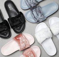 gri sandaletler toptan satış-Leadcat Fenty Rihanna Ayakkabı Kadın Terlik Kapalı Sandalet Kızlar Moda Scuffs Pembe Siyah Beyaz Gri Kürk Tasarımcı Slaytlar Yüksek Kalite
