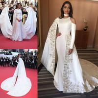 vestidos bordados blancos para fiesta al por mayor-Moda de la pista Vestidos de noche bordados Capa blanca estilo mangas largas vestidos de noche barrer tren vestido de fiesta por encargo