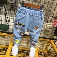 erkek mavi ripped jeans toptan satış-WLG erkek kot çocuklar ilkbahar sonbahar yırtık karikatür patchwork kot bebek kot mavi rahat pantolon çocuk giysileri