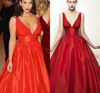 ingrosso kim kardashian rosso vestito raso-Semplice scollo a V Sexy Celebrity Abiti da sera Kim Kardashian Plus Size Red Satin Prom Gowns Lunghezza del pavimento Abiti PARTY Gowns