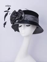 chapéu cinza cetim venda por atacado-2019 cinza preto chapéu de veludo chapéu de cetim Ladies formais chapéu vestido de penas fascinator para Igreja Kentucky casamento derby.