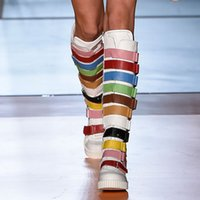 reißverschluss flache stiefel großhandel-Frauen kniehohe Stiefel Mischfarben Wohnungen Boots Mädchen Side Zipper Fashion High Runway Schuhe Luxus Fersen Frauen