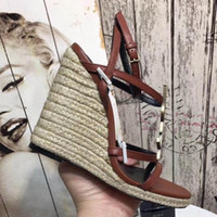 sneakers keil fersen großhandel-Keil Sandalen Designer Hausschuhe Y Marke Ferse Schuhe Designer Flip Flops Müßiggänger Sneakers Trainer Stiefel mit Box von Shoe07