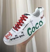 el boyaları ayakkabıları toptan satış-Markalı Erkekler Beyaz Tuval Graffiti Baskılı Düz Sneaker Çizmeler Tasarımcı Lady El-Boyalı Deri Kuyruk Yumuşak Kauçuk Taban Ayakkabı