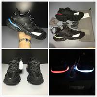 yeni markalı spor ayakkabıları toptan satış-Şarj edilebilir Lüks Paris Marka Siyah Sneaker Yeni LED Spor Ayakkabı Erkek Kadın Moda Clunky Sneaker Açık Tasarımcı Baba Koşu Ayakkabıları