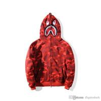 suéter rojo suelto tops al por mayor-2020 Marca Tide camuflaje informal con capucha roja de la chaqueta de la chaqueta de punto de cachemir Plus Hombres Mujeres chaqueta con capucha de tapas flojas