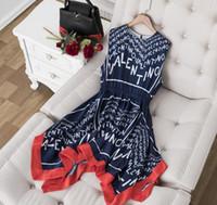 vestidos casuales azul marino al por mayor-2019 azul marino o cuello sin mangas de impresión de la letra vestido de las mujeres de gama alta diseñador alto-bajo Vestidos De Festa 82929