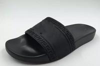 ingrosso slip shoe sale-2019 Mens Casual Sandali da spiaggia Air Slide Medusa Scuff Pantofole Fashion Classic Europa Marca Sandali da escursione Trekking Scarpe da passeggio 38-46