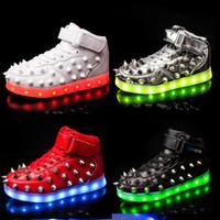 botas led unisex al por mayor-Mens Unisex Remaches Studs Botines LED USB Charged Bling de cuero Casual High Top Lace Up Shoes estilo coreano 7Colors A940