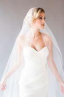 ingrosso cappello di nozze del julie-Nuovo Incredibile velo da sposa a due strati lungo al pavimento Bianco Avorio Champagne Rosso Nero Viola Rosa Taglio bordo Giulietta Stile applique Veli da sposa